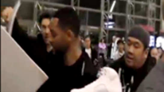 Will Smith mobbed by fans