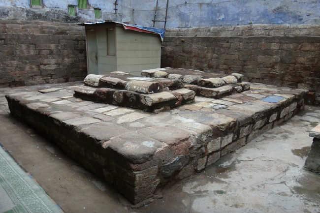 Razia Sultan's Tomb