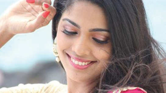 Pooja Sawant excited for love story in 'Dagadi Chawl'