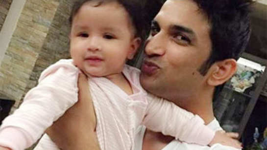 Sushant poses with MS Dhoni's daughter, Ziva