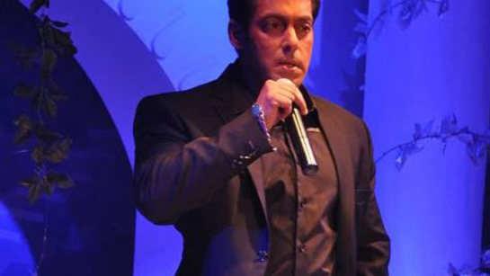 Salman Khan announces 'Bigg Boss 10'