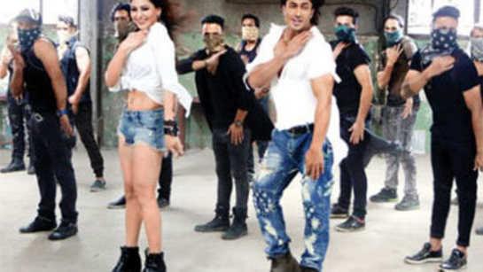 Vidyut Jamwal shows off his dancing skills