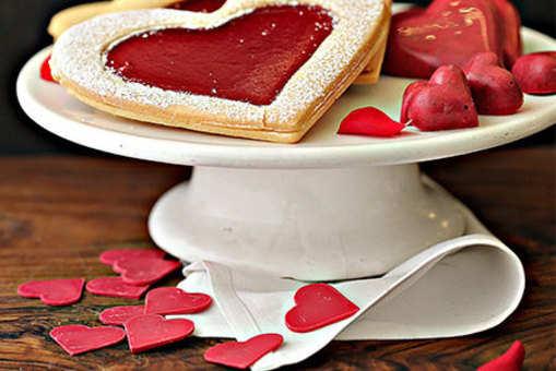 Short Bread Cookies with Raspberries Jam