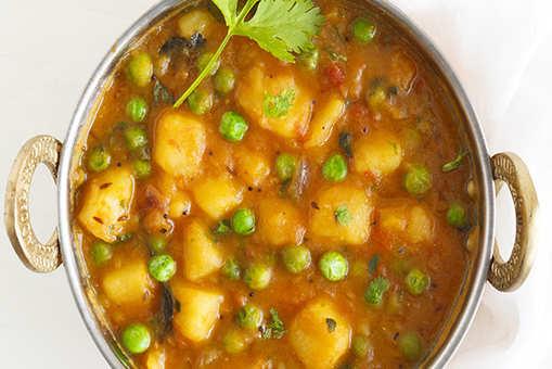 Potato, Onion and Green Peas Curry