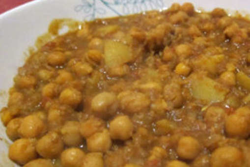 Spicy Chickpeas with Potatoes
