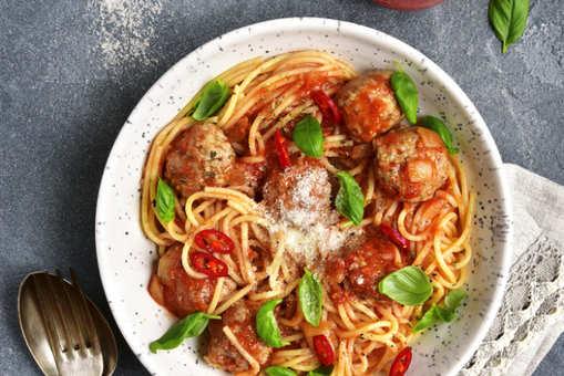 Spaghetti with Paneer Balls