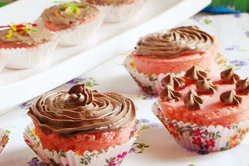 Eggless Microwave Strawberry Muffins