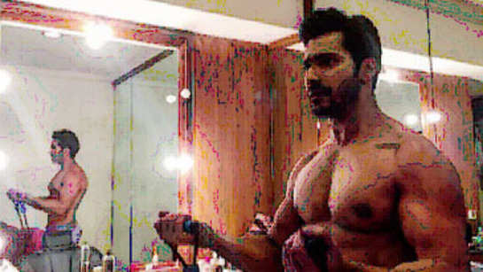 Watch: Varun Dhawan's midnight workout session!