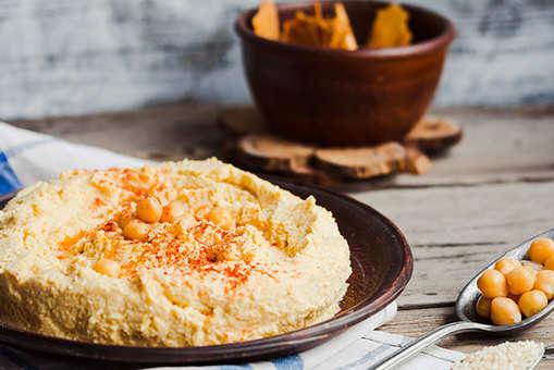 Garlic and Chickpea Hummus