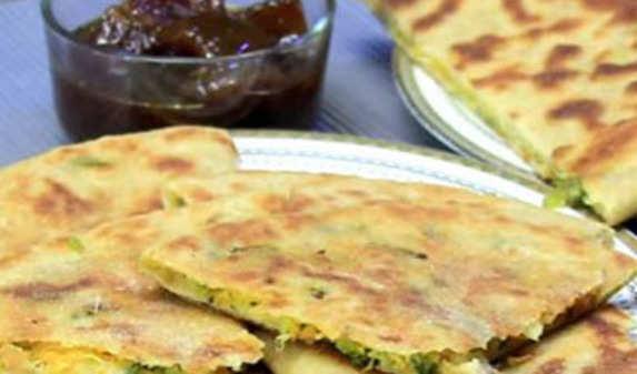 Khoya Khurchan Paratha Recipe: How to Make Khoya Khurchan Paratha ...