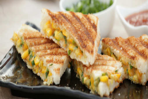 Spicy Corn and Capsicum Sandwich