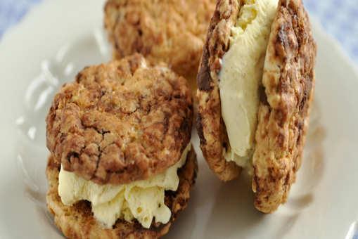 Nut Cookie Sandwich