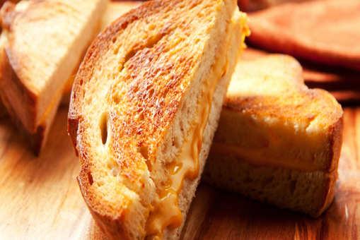 Cheddar Cheese Crust Sandwich