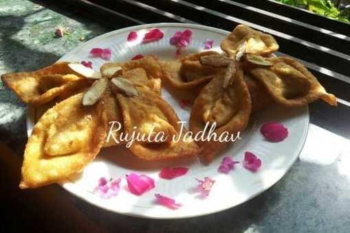 Shahi Florets Samosa with Sweet Dryfruit Stuffing