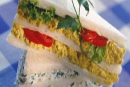 Vegetable Hummus Sandwich