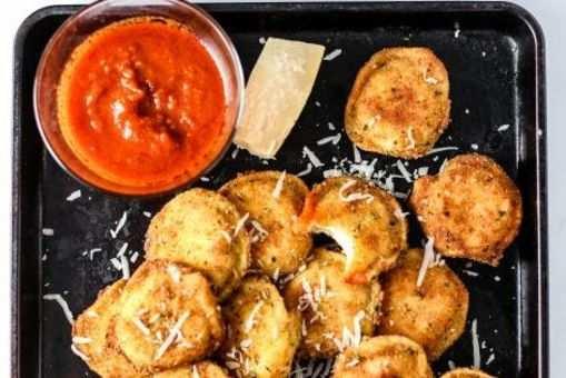 Garlic Mushroom Ravioli with Smoked Bell Pepper Dip