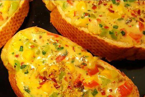 Crispy Veggie Cheese Toasts