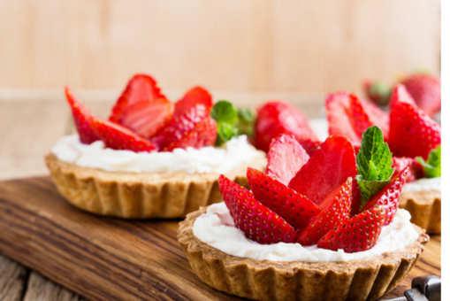 Banana Phirni Tartlets with Fresh Strawberries