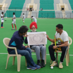 Gold: Akshay Kumar meets hockey legend Balbir Singh