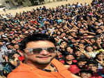 Swwapnil Joshi posts a weekend selfie with his fans