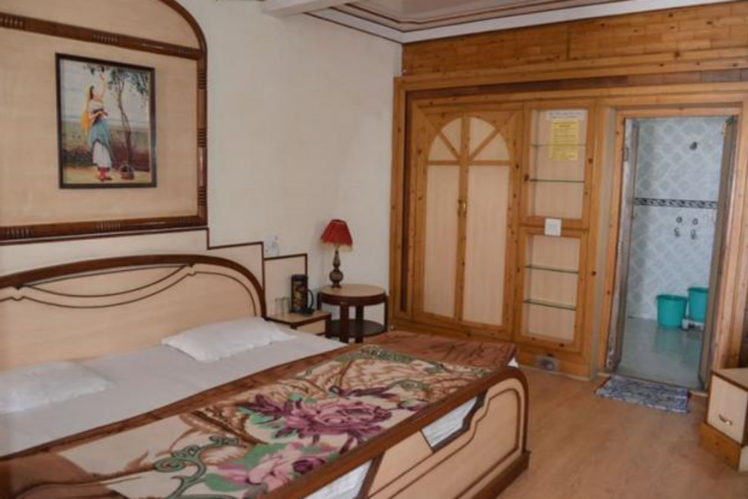 Get to know the five hotels in Nainital near lake