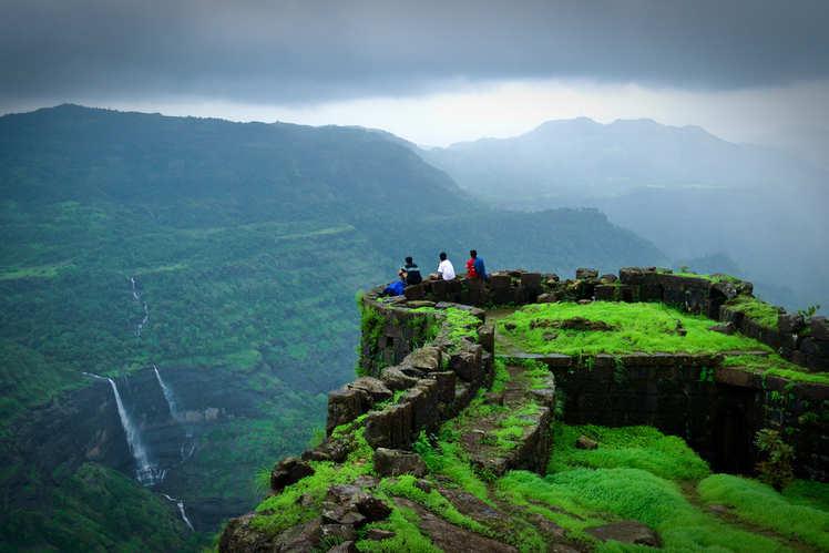 5 spectacular destinations for night treks in India