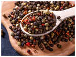 Difference between black pepper and white pepper