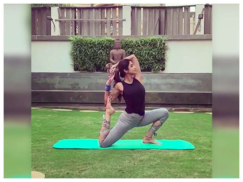 Shilpa Shetty S Easy Yoga And Diet Tips To Lose Weight The Times Of India
