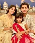 Aaradhya poses with Agastya and Navya Naveli