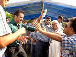 Salman Khan indulges in fun play with kids on the sets of 'Dabangg 3'