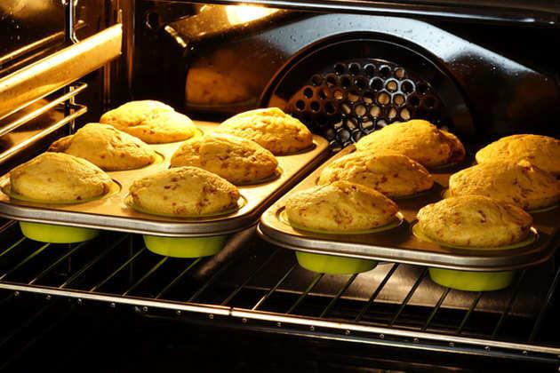 baking-apple-muffins