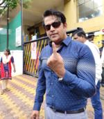 Ravi Kishan flaunts his inked finger