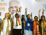 Mukta Tilak on stage with PM Modi