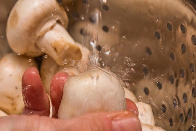 washing mushrooms