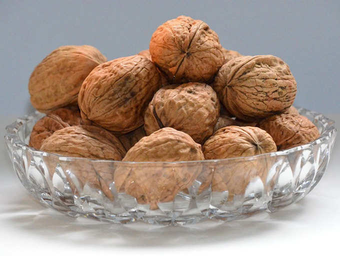 Women should eat walnuts daily for disease-free old age | The Times of India