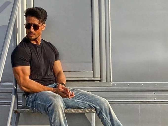 Tiger Shroff shares throwback pic basking in the sun on the sets of 'Baaghi'