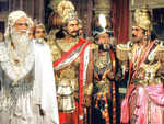 Mahabharat: From Juhi Chawla being offered Draupadi's role to Mukesh Khanna's wish to play Arjun, interesting facts about the show