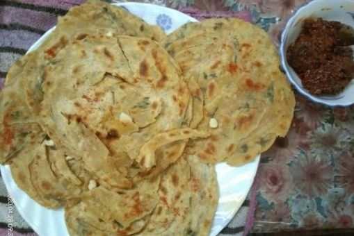 Garlic Lachcha Paratha