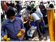 Delhi people loot mangoes worth Rs. 30000 amid lockdown