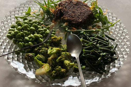 Low Carb Platter with Vegan Umami Patty