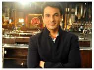 Celebrity Chef Vikas Khanna's reply to news anchor wins internet