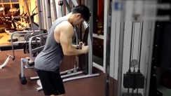 Horseshoe triceps finisher