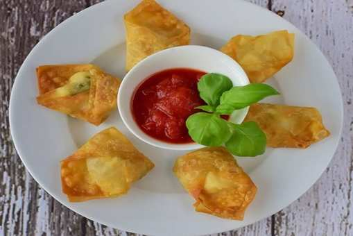 Fried Chicken Wontons with Red Chutney