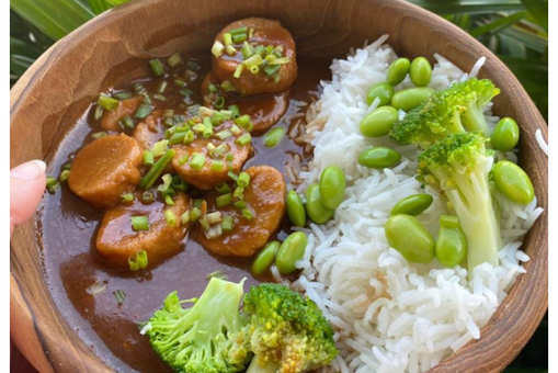 Vegan Curried Seitan with Rice, Edamame and Broccoli