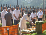 Tributes pour in for Bal Thackeray