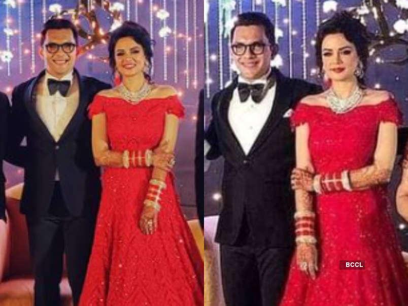 Aditya Narayan And Shweta Agarwal S Wedding Reception Was A Grand Affair Take A Look At Some Inside Pics The Times Of India