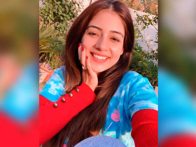 Tania spreads smiles with her latest selfie