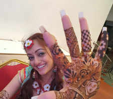Manasi Naik looks ethereal in her Mehendi ceremony