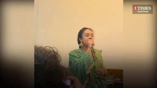 Pearle Maaney sings En Chellakkanane