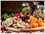 How much dry fruits can people with Diabetes eat daily?